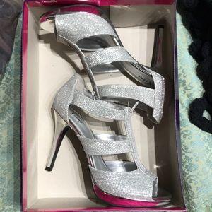 3/$15 Sparkly Zip Up Silver Event Heels